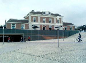 1024px-Station_Apeldoorn_01